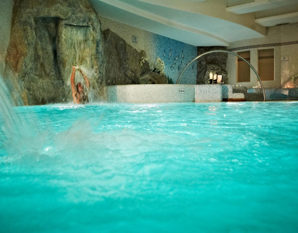 indoor-pool__FocusFillWzE5MjAsMTQ0MCwieCIsMjYwXQ